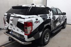 Ford Ranger po částečném polepu vozu